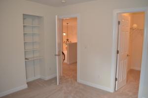 BR 1 built-in shelves